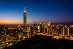Άποψη του ορίζοντα και της Ταϊπέι 101 της Ταϊπέι στο ηλιοβασίλεμα, από Elepha Στοκ εικόνα με δικαίωμα ελεύθερης χρήσης