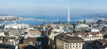 Άποψη του ορίζοντα στεγών της Γενεύης με τη λίμνη και την πηγή Leman Ελβετία Στοκ φωτογραφίες με δικαίωμα ελεύθερης χρήσης