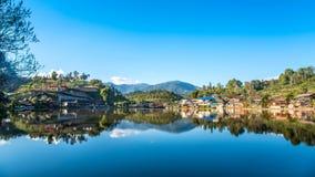 Άποψη του ορόσημου του ταϊλανδικού χωριού Rak στο γιο της Mae Hong, Τ στοκ φωτογραφίες