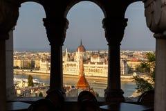 Άποψη του ουγγρικού κτηρίου του Κοινοβουλίου, ποταμός Δούναβη, Βουδαπέστη, Χ Στοκ Εικόνες