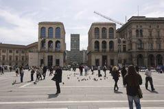 Άποψη του ουρανοξύστη και Museo del 900 του Diaz πλατειών από Piazza del Duomo στο Μιλάνο Στοκ εικόνα με δικαίωμα ελεύθερης χρήσης