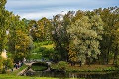 Άποψη του πάρκου φθινοπώρου Pavlovsk στοκ εικόνα