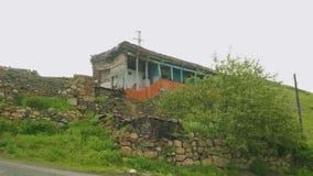 Άποψη του παλαιού ορεινού χωριού με τα κτήρια και την τεκτονική του απόθεμα βίντεο