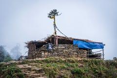 Άποψη του παλαιού σαλέ στην πεδιάδα, διαδρομή Annapurna Στοκ Φωτογραφία