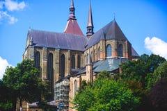 Άποψη του παλαιού τετραγώνου αγοράς κωμοπόλεων πόλεων του $ροστόκ με το Δημαρχείο, ιστορικό κέντρο, Γερμανία Στοκ Εικόνες
