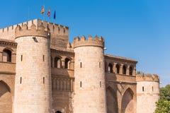 Άποψη του παλατιού Aljaferia, που χτίζεται στο 11ο αιώνα σε Σαραγόσα, Ισπανία Διάστημα αντιγράφων για το κείμενο Στοκ Εικόνες