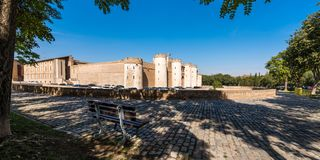 Άποψη του παλατιού Aljaferia, που χτίζεται στο 11ο αιώνα σε Σαραγόσα, Ισπανία Διάστημα αντιγράφων για το κείμενο Στοκ Εικόνα