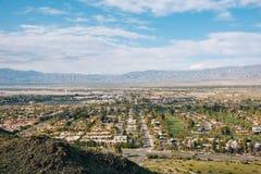 Άποψη του Παλμ Σπρινγκς από το ίχνος πεζοπορίας Araby, στο Παλμ Σπρινγκς, Καλιφόρνια στοκ εικόνες