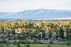 Άποψη του Παλμ Σπρινγκς από το ίχνος πεζοπορίας Araby, στο Παλμ Σπρινγκς, Καλιφόρνια στοκ εικόνα