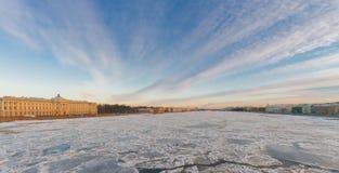 Άποψη του πανεπιστημίου και του περιπάτου des Anglais με Στοκ Εικόνες