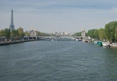 Άποψη του Παρισιού του Σηκουάνα από τη γέφυρα στοκ εικόνα με δικαίωμα ελεύθερης χρήσης