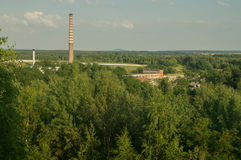 Άποψη του παλαιού εργοστασίου από το μεταβιομηχανικό bing Στοκ Εικόνες