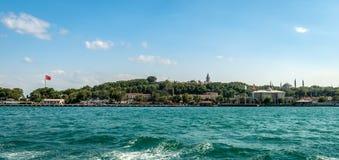 Άποψη του παλατιού και Eminonu Topkapi στη Ιστανμπούλ στοκ εικόνα