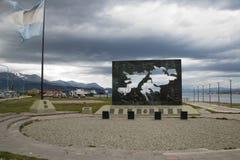 Άποψη του πολεμικού μνημείου που τιμά την μνήμη το 1982 Islas Μαλβίνη ή Νήσοι Φώκλαντ στοκ φωτογραφία