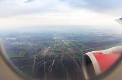 Άποψη του ποταμού Δούναβη και των προαστίων της πόλης Βελιγραδι'ου από το φωτιστικό του πετώντας αεροπλάνου στοκ εικόνα