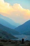 Άποψη του ποταμού και του φαραγγιού της Kali Gandak Το φαράγγι Kaligandak είναι το βαθύτερο φαράγγι στον κόσμο Το χωριό Kagbeni  Στοκ φωτογραφία με δικαίωμα ελεύθερης χρήσης