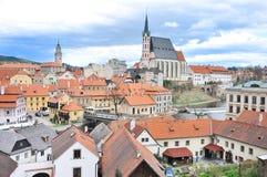 Άποψη του ποταμού Cesky Krumlov, πύργων και vltava Στοκ Εικόνες