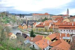Άποψη του ποταμού Cesky Krumlov, πύργων και vltava Στοκ φωτογραφία με δικαίωμα ελεύθερης χρήσης