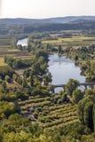 Άποψη του ποταμού Dordogne και της κοιλάδας Dordogne από τους τοίχους της παλαιάς πόλης Domme, Dordogne στοκ φωτογραφία
