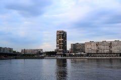 Άποψη του ποταμού Neva στην Αγία Πετρούπολη Στοκ εικόνες με δικαίωμα ελεύθερης χρήσης