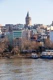 Άποψη του πύργου Galata από το χρυσό κέρατο Στοκ Φωτογραφία