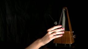 Άποψη του ρυθμού συνόλων μετρονόμων Ο μουσικός το επιβραδύνει απόθεμα βίντεο