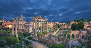 Άποψη του ρωμαϊκού φόρουμ στο σούρουπο, Ρώμη απόθεμα βίντεο