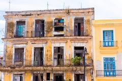 Άποψη του σπιτιού διαμερισμάτων, Αβάνα, Κούβα διάστημα αντιγράφων Στοκ Φωτογραφίες