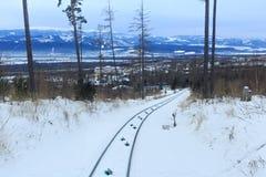 Άποψη του τελεφερίκ σιδηροδρόμου στο υψηλό εθνικό πάρκο βουνών Tatras στη Σλοβακία Στοκ φωτογραφία με δικαίωμα ελεύθερης χρήσης