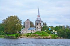 Άποψη του τετραγώνου καθεδρικών ναών από το motorship σε Shlisselburg, Ρωσία Στοκ εικόνες με δικαίωμα ελεύθερης χρήσης