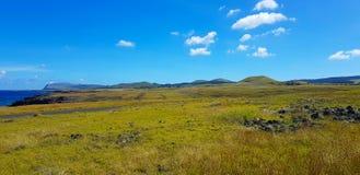 Άποψη του τοπίου νησιών Πάσχας με τους πολυάριθμους ηφαιστειακούς κώνους στοκ εικόνα με δικαίωμα ελεύθερης χρήσης