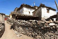 Άποψη του τοπικών πετρωδών κτηρίου και του τοίχου στο χωριό Jharkot Στοκ εικόνες με δικαίωμα ελεύθερης χρήσης