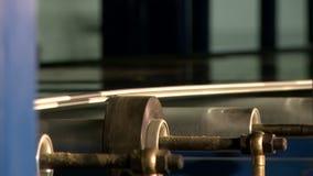 Άποψη του τρεξίματος των μηχανών στο κατάστημα παραγωγής απόθεμα βίντεο