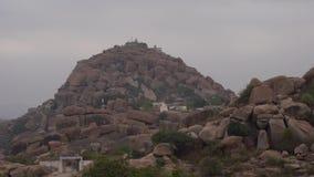 Άποψη του υποστηρίγματος Matanga με το ναό απόθεμα βίντεο