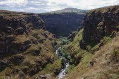 Άποψη του φαραγγιού ποταμών Dzoraget κοντά στο φρούριο ΕΤΑΑ της Lori, στοκ εικόνες