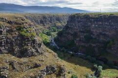 Άποψη του φαραγγιού ποταμών Dzoraget κοντά στο φρούριο ΕΤΑΑ της Lori, στοκ εικόνα
