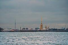 Άποψη του φρουρίου του Peter και του Paul και του ποταμού Neva, Στοκ φωτογραφία με δικαίωμα ελεύθερης χρήσης