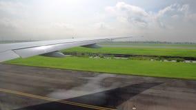 Άποψη του φτερού των αεροσκαφών από το παράθυρο αεροπορία και μεταφορά επιβατών απόθεμα βίντεο