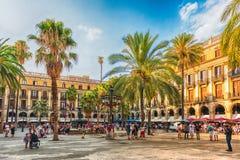 Άποψη του φυσικού Placa Reial στη Βαρκελώνη, Καταλωνία, Ισπανία Στοκ Εικόνες