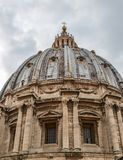 Άποψη του όμορφου θόλου Αγίου Peter στοκ εικόνες