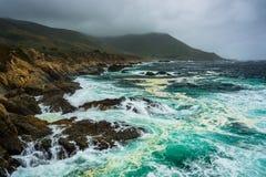 Άποψη του δύσκολου Pacific Coast, στο κρατικό πάρκο Garrapata Στοκ Φωτογραφίες