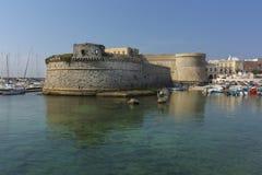 Άποψη του angevin-Aragonese Castle και λιμάνι σε Gallipoli, Sa Στοκ φωτογραφίες με δικαίωμα ελεύθερης χρήσης