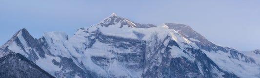 Άποψη του annapurna ΙΙ αιχμή, οδοιπορικό κυκλωμάτων annapurna, Νεπάλ Στοκ φωτογραφία με δικαίωμα ελεύθερης χρήσης