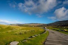 Άποψη του Burren από το υπαίθριο σταθμό αυτοκινήτων στην παραλία Fanore, κοβάλτιο clare Στοκ φωτογραφίες με δικαίωμα ελεύθερης χρήσης