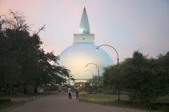 Άποψη του Dagoba Miriswatta στο λυκόφως Anuradhapura, Σρι Λάνκα Στοκ Φωτογραφία