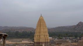 Άποψη του gopuram με μια πανοραμική θέα φιλμ μικρού μήκους