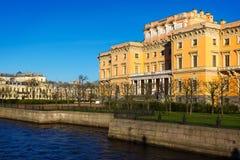 Άποψη του Mikhailovsky Castle Ανάχωμα του ποταμού Moyka Στοκ εικόνες με δικαίωμα ελεύθερης χρήσης