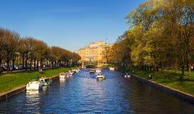 Άποψη του Mikhailovsky Castle και του ποταμού Moyka Στοκ εικόνες με δικαίωμα ελεύθερης χρήσης