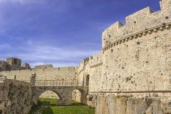 Άποψη του Monte Sant ` Angelo Castle Είναι μια αρχιτεκτονική στην πόλη Apulian Monte Sant ` Angelo, Ιταλία Apulia Στοκ Εικόνες