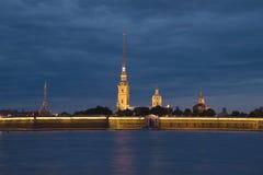 Άποψη του Peter και του φρουρίου του Paul, νύχτα Ιουνίου Πετρούπολη Άγιος Στοκ Εικόνες